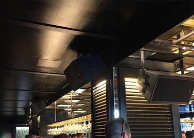 Altavoces Tecnare en restaurante Zela